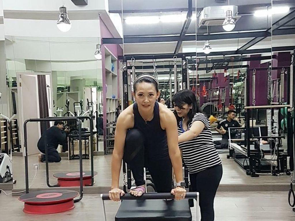 Foto: Susan Bachtiar Tetap Cantik dan Awet Muda karena Doyan Olahraga