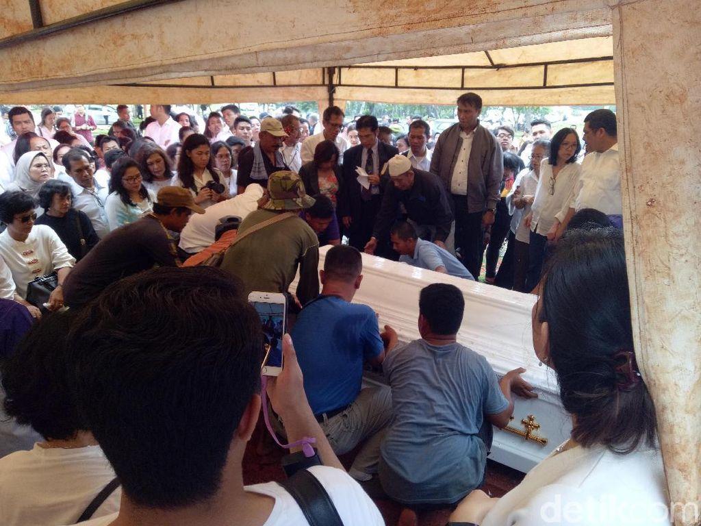 Prosesi Pemakaman Advent Bangun