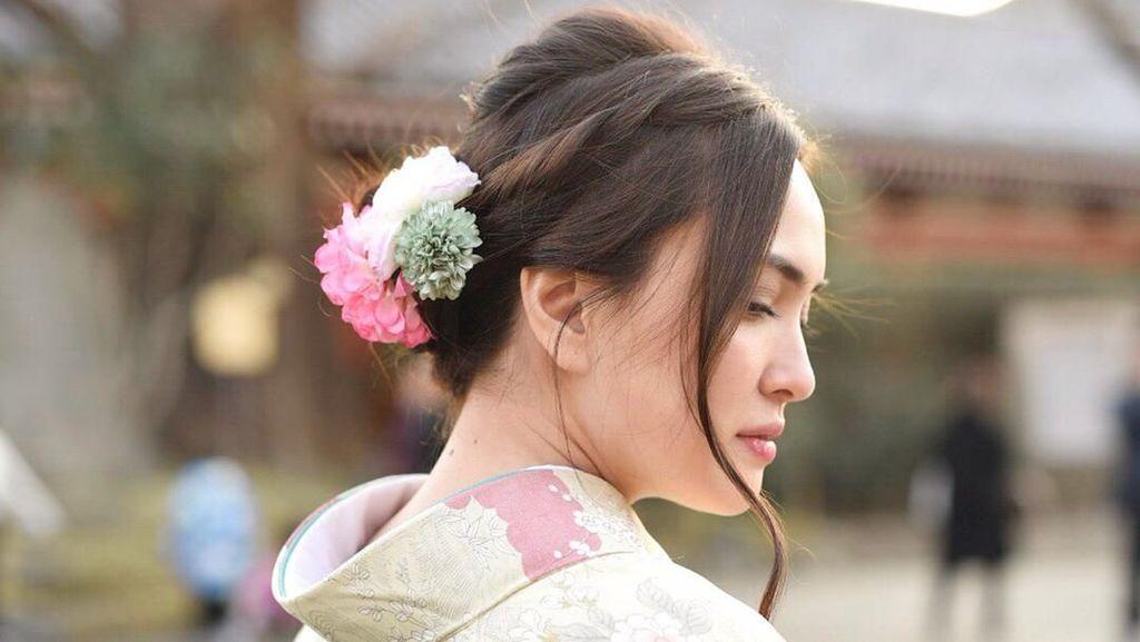 So Pretty! Gaya Shandy Aulia Kenakan Kimono di Jepang