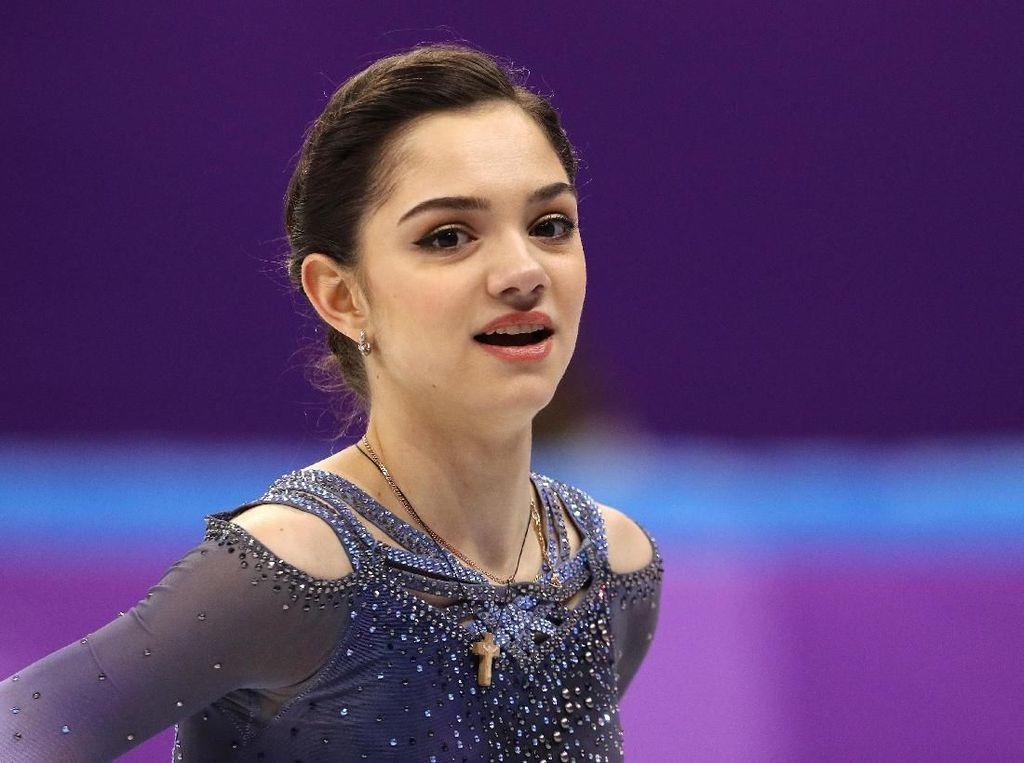 Foto: Ketika Ice Skater Cantik dari Rusia Pergi Traveling