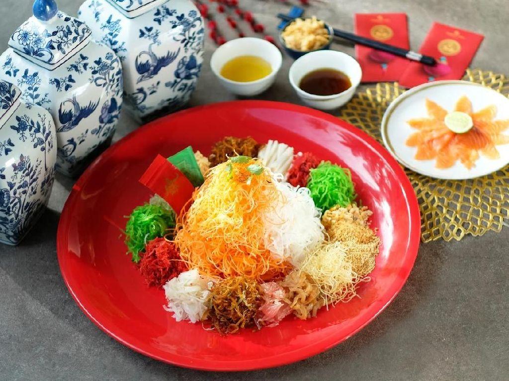 Rayakan Imlek dengan Menyantap Yee Sang di Resto China Modern Ini
