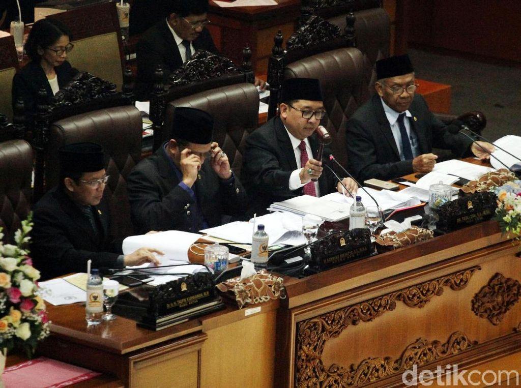 DPR Sahkan Revisi UU MD3