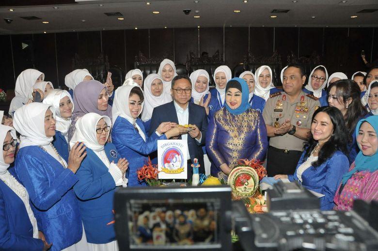 Ibu-ibu Curhat ke Ketua MPR Soal Sulitnya Izin Usaha