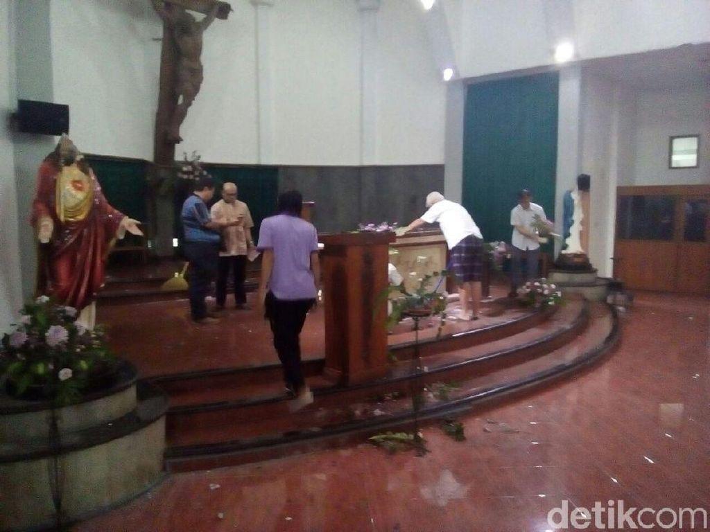 Foto: Kondisi Gereja Lidwina Sleman Sehari Setelah Penyerangan