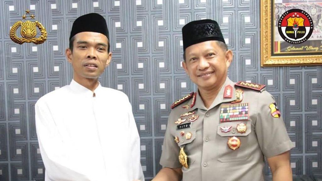 Momen Pertemuan dan Jabat Tangan Kapolri dengan Ustaz Abdul Somad