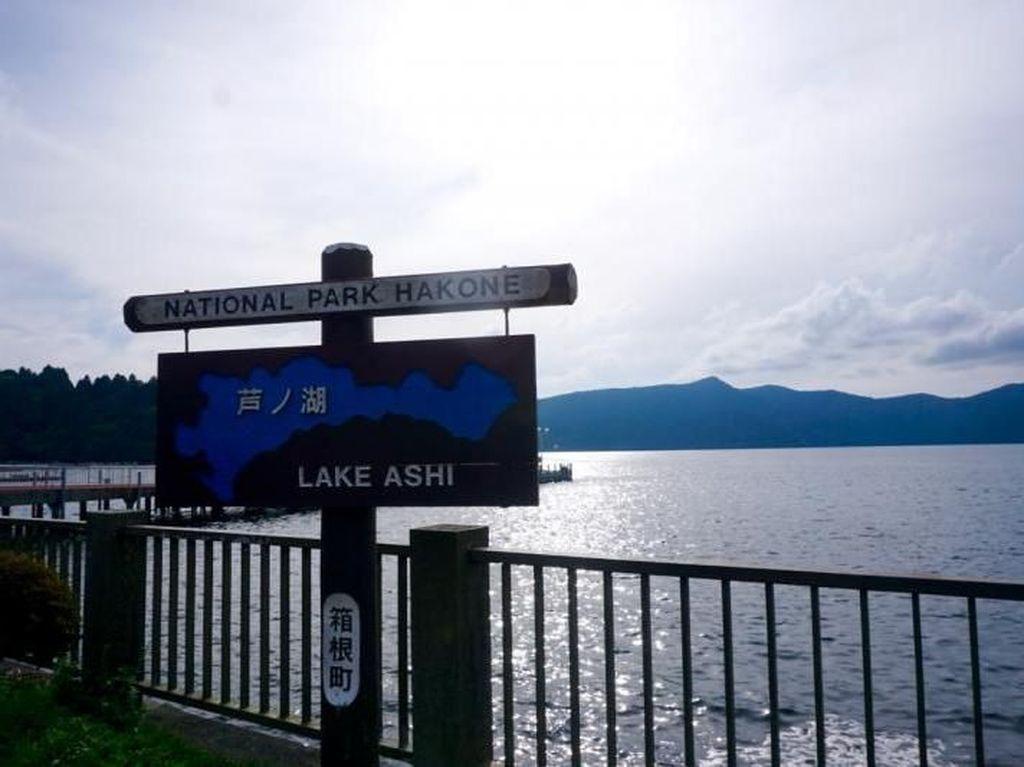 Terpesona Danau Ashinoko di Hakone, Jepang