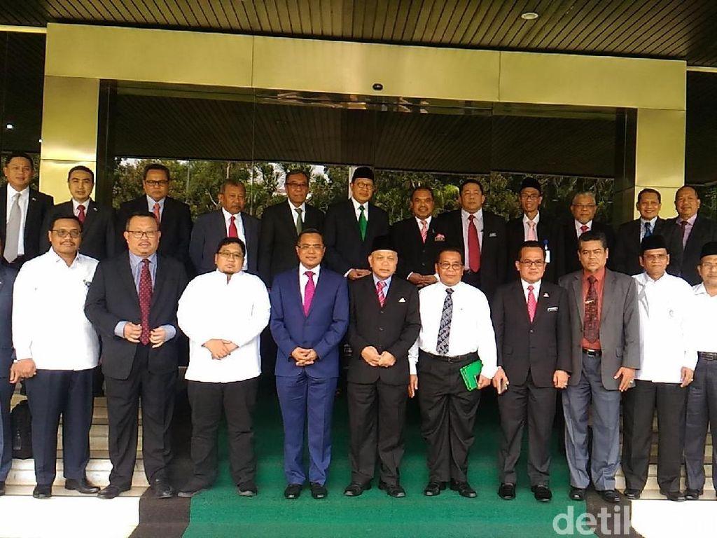 Menteri Lukman dan Menag Malaysia Bahas Produk Halal hingga Haji