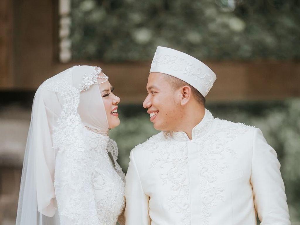 Pernikahan Para Artis Ini Diduga Hanya Settingan