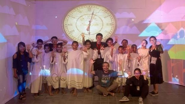 Papermoon Puppet Theatre Sukses Pentaskan 'Dunia Putih Siwa & Malini' di Bali