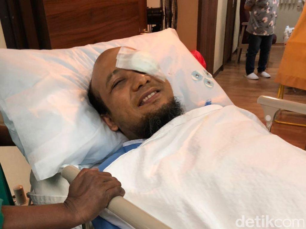 Foto: Senyum Novel Baswedan Usai Jalani Operasi Mata Kiri