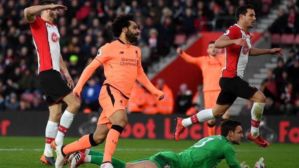 Gol Ciamik Salah Menangkan Liverpool
