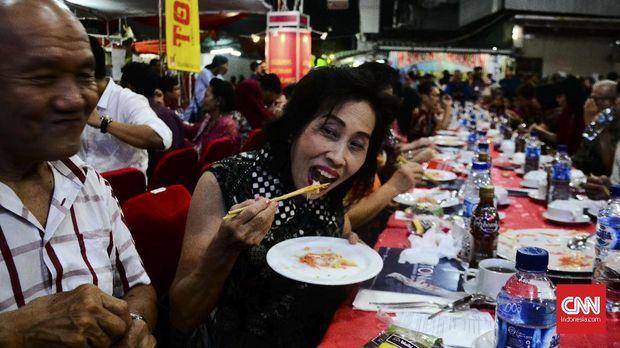 Suasana China kental terasa di Pecinan Semarang.