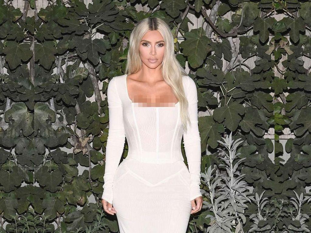 Alasan Tak Terduga Kim Kardashian Bugil untuk Promosi Parfum Terbarunya