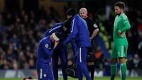 Setelah itu Giroud lanjut bermain. Ada perban yang melingkar di kepala memar pemain asal Prancis tersebut. (Foto: Andrew Couldridge/Action Images via Reuters)