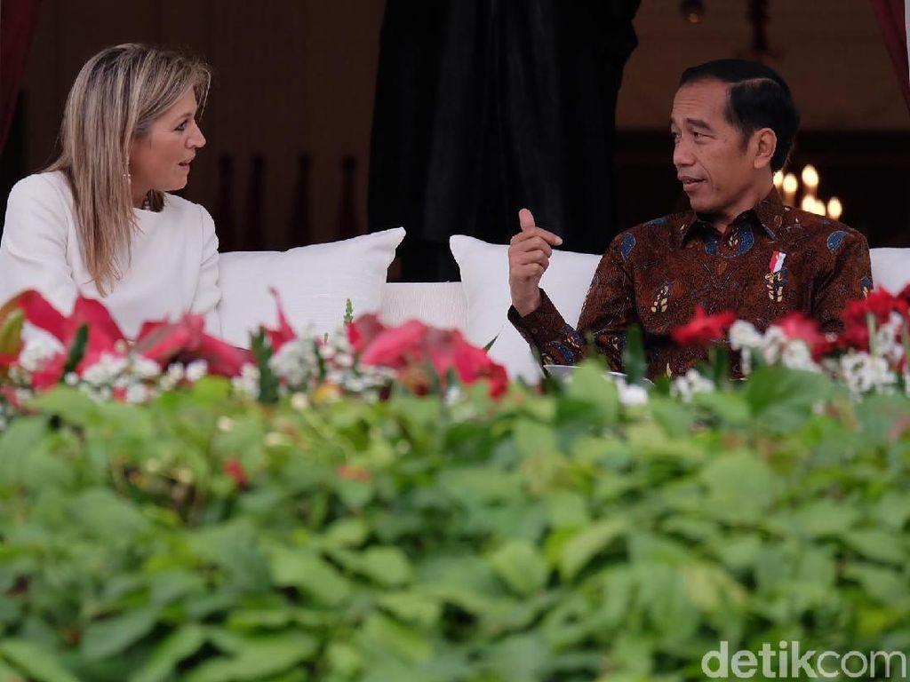 Bincang Hangat Jokowi dan Ratu Maxima di Beranda Istana