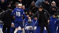 Pada prosesnya Giroud masih mampu terus bermain, sampai akhirnya ditarik keluar untuk digantikan Alvaro Morata di menit ke-61. Chelsea memenangi laga ini dengan skor 3-0. (Foto: Mike Hewitt/Getty Images)