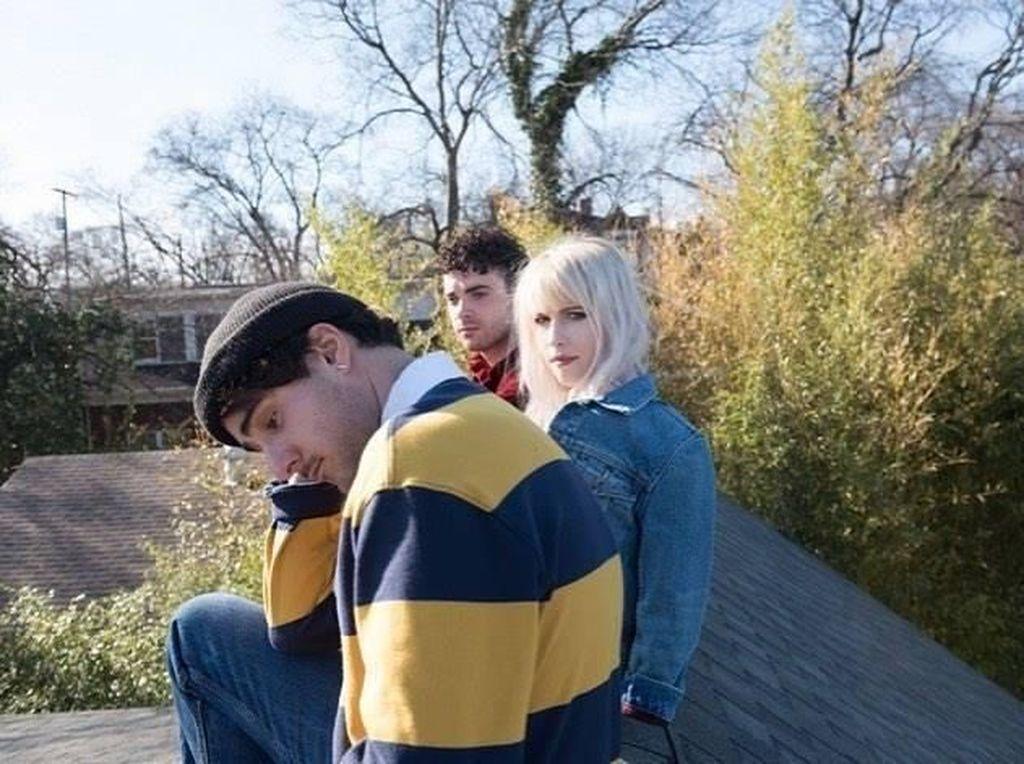 Video Ekspresi Sedih dan Kecewa Penggemar Paramore