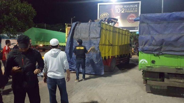 3 Truk Pengangkut Miras Diamankan Petugas Bea-Cukai di Merak