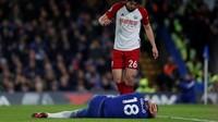 Sekitar 10 menit berselang, Giroud terkapar di atas lapangan usai sebuah duel memperebutkan bola dengan Ahmed Hegazi. Kepala Giroud berdarah. (Foto: Andrew Couldridge/Action Images via Reuters)