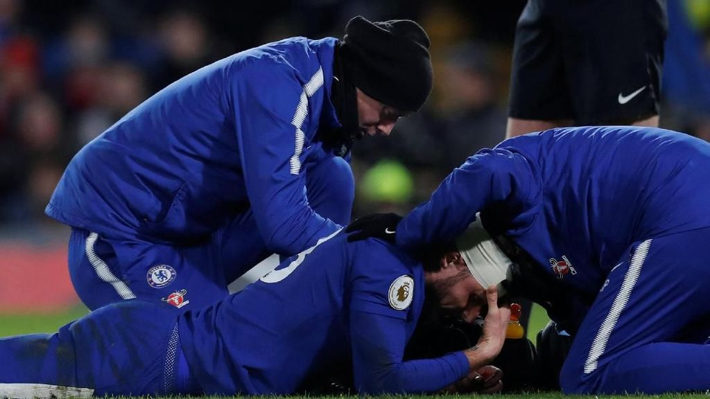 Foto: Darah, Memar, dan Assist Saat Giroud Jadi Starter di Chelsea