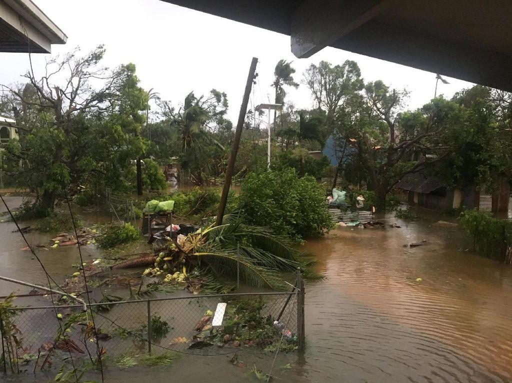 Foto: Tonga yang Porak-poranda karena Topan Gita