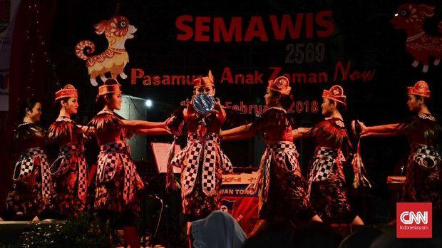 Semarak perayaan Imlek di Pecinan Semarang, sampai ada pasar malam.