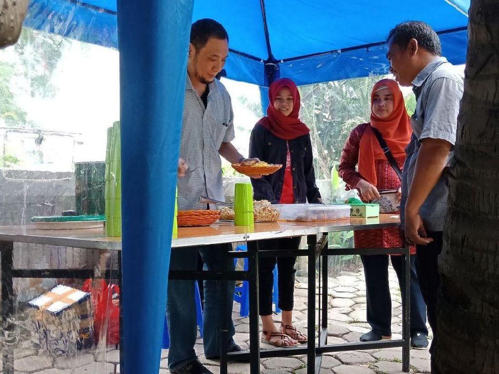 Pedagang Ini Sediakan Nasi Kuning Rp 3.000 Bahkan Gratis untuk Dhuafa