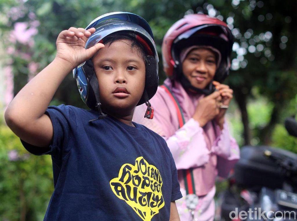 Kisah Ojek Cinta Suharti untuk Anaknya yang Spesial
