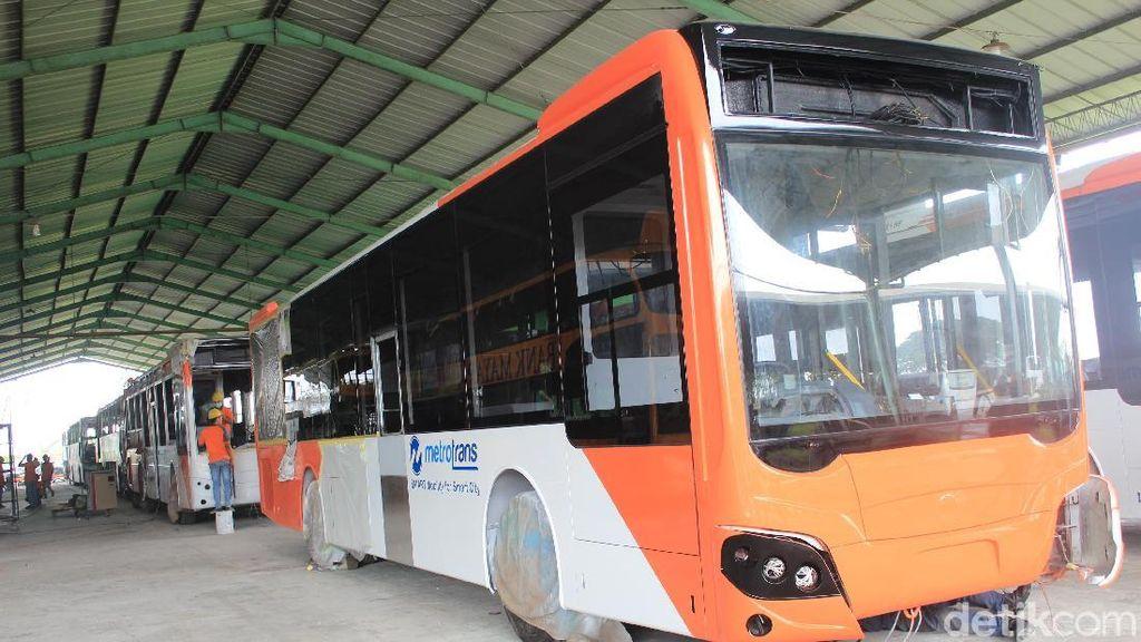 Melihat Bus TransJakarta Dirakit di Kudus