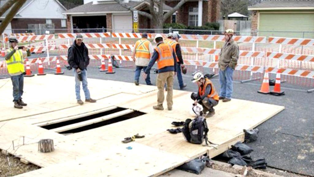 Foto: Sinkhole Tiba-tiba Muncul di Jalanan Texas