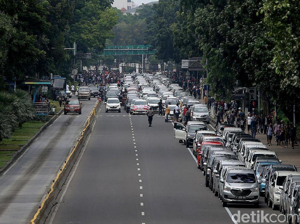 Sikap Aliando Menolak Aturan Baru Taksi Online