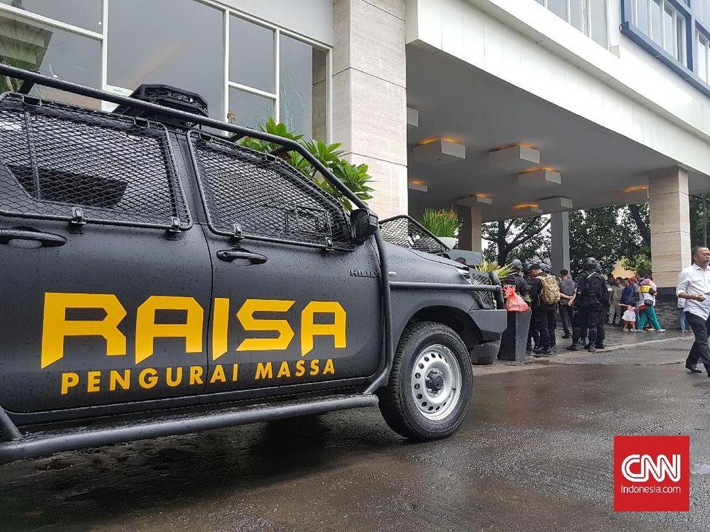 Raisa Temani Barracuda dan Water Cannon Amankan Demo Tolak Omnibus Law