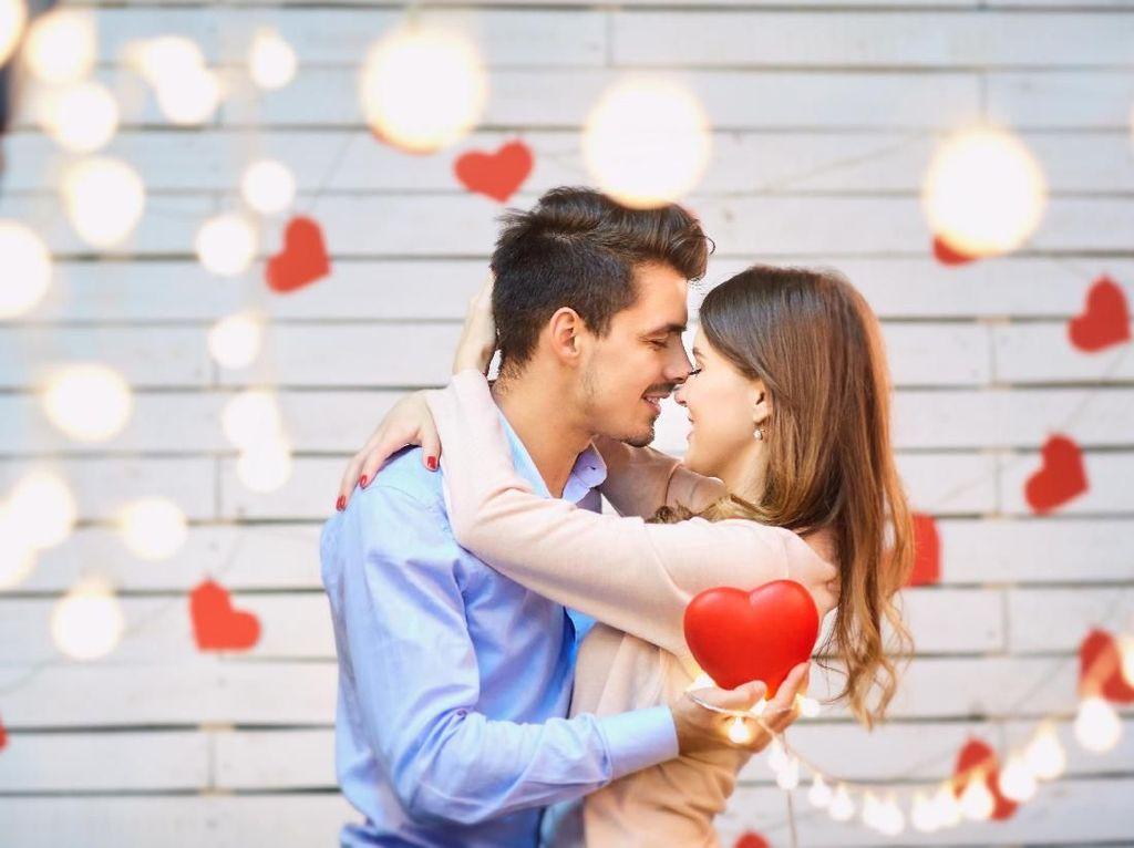 Sering Berantem Sama Pasangan? Tenang, Pelukan Bisa Redakan Bad Mood