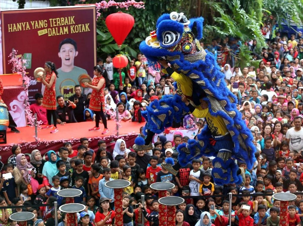 Atraksi Barongsai Imlek Ramaikan Sejumlah Tempat di Bandung