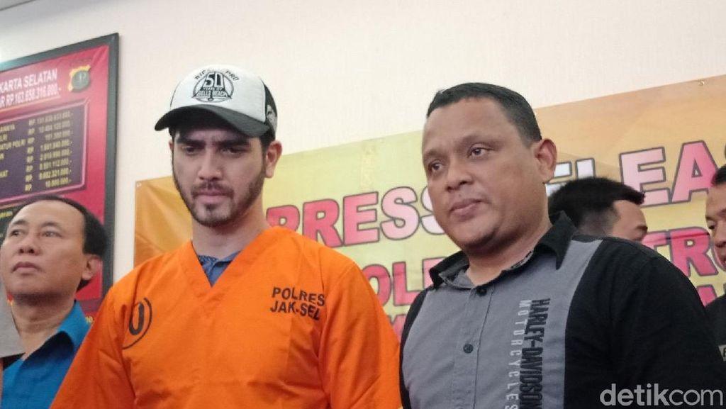 Foto: Ekspresi Dingin Fachri Albar Pakai Baju Tahanan Narkoba