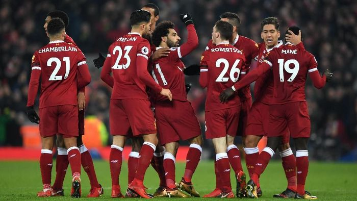 LIVERPOOL, ENGLAND - JANUARY 14: Mohamed Salah of Liverpool celebrates with team mates after scoring the fourth Liverpool goal during the Premier League match between Liverpool and Manchester City at Anfield on January 14, 2018 in Liverpool, England.  (Photo by Shaun Botterill/Getty Images)