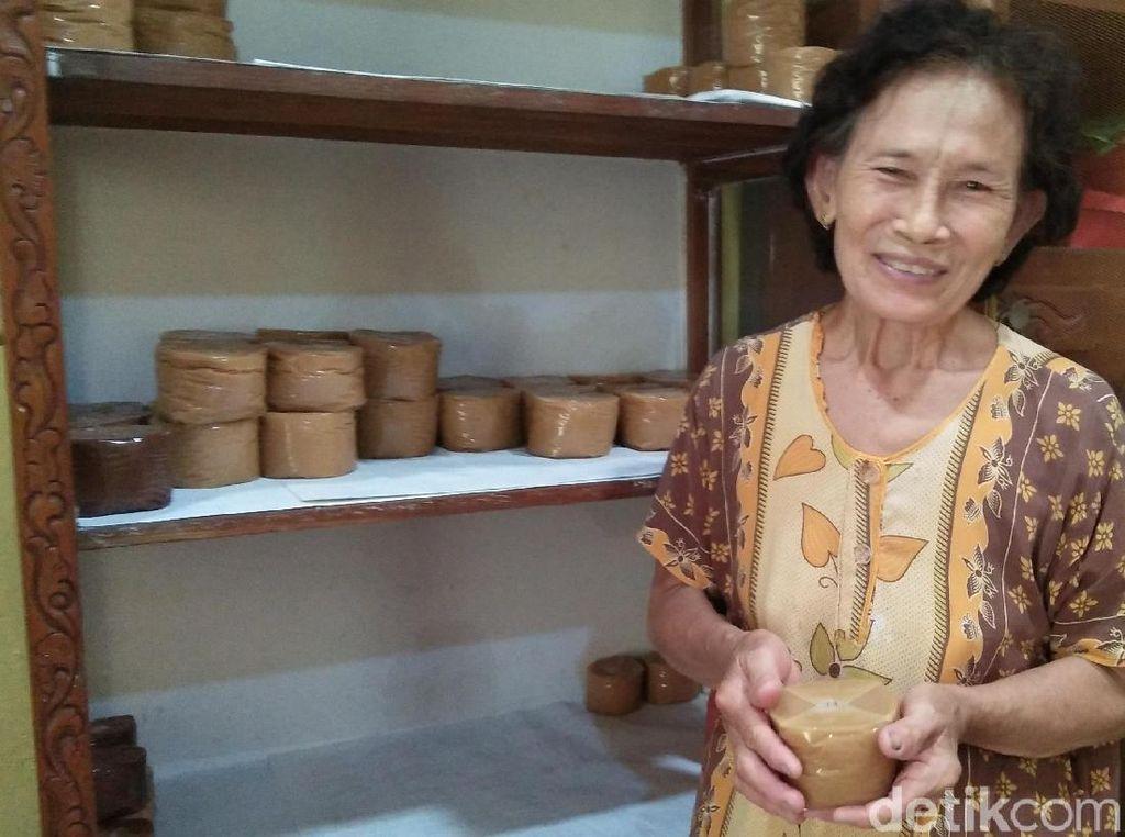 Jelang Imlek, Mak Liu Sudah Hasilkan 3 Kuintal Kue Keranjang