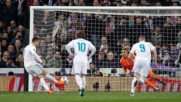 Penalti Cristiano Ronaldo ke gawang PSG terlihat miesterius (Paul Hanna/Reuters)