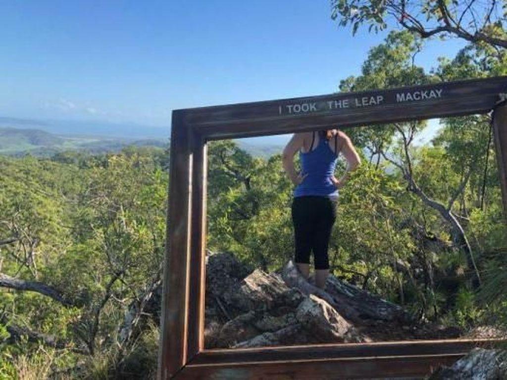 Bingkai Foto Raksasa di Situs Bersejarah Aborijin Dikecam