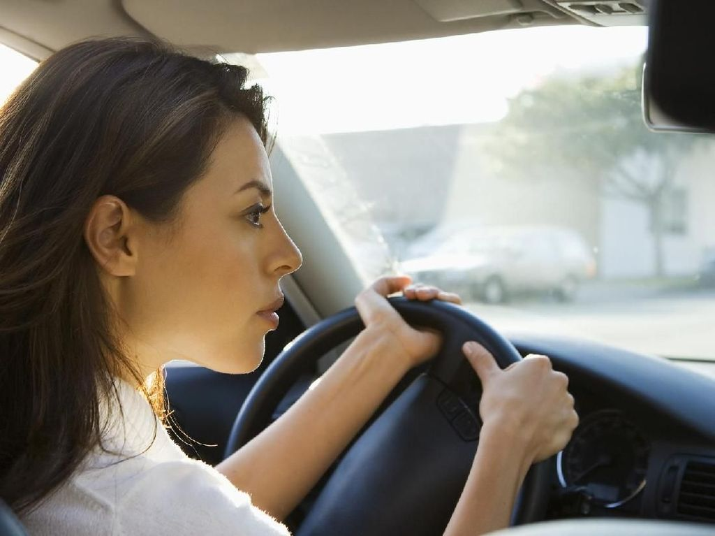 Alasan Sopir Taksi Online Pria Menghasilkan Lebih Banyak dari Wanita