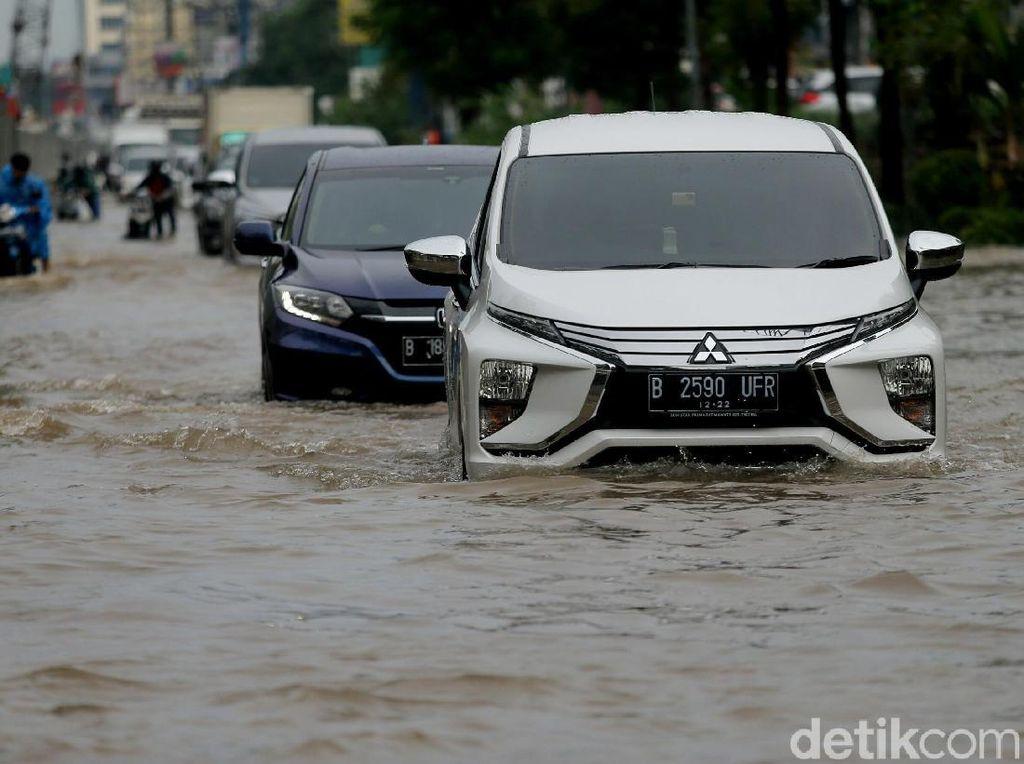 Jalan Boulevard Kelapa Gading Juga Terendam Banjir