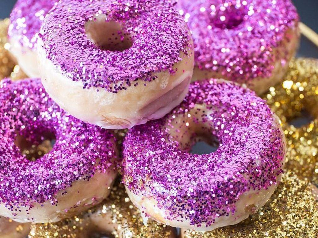 Apakah Glitter pada Makanan Aman Dikonsumsi?