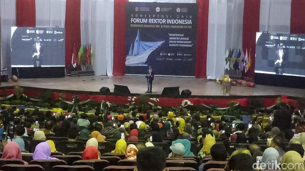 Jokowi Ingin Ada Fakultas Manajemen Sepakbola: Biar Juara!