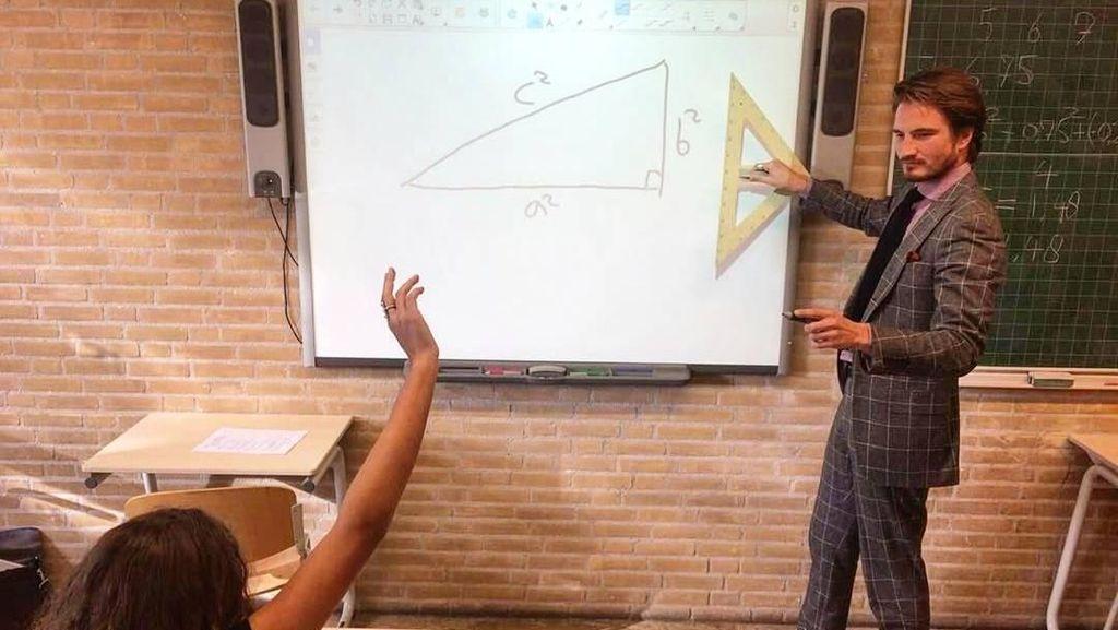 Kenalin Nih, Guru Matematika Tampan yang Suka Traveling