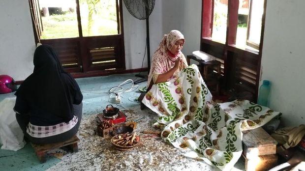 Beromzet Rp 25 Juta/Bulan, Ini Kisah Ibu-ibu Pelalawan Menjual Batik