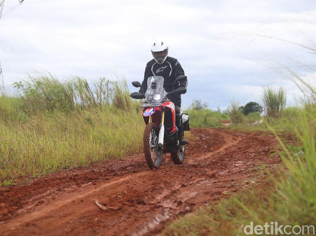 Bertualang Bersama Si Jangkung Honda CRF250 Rally