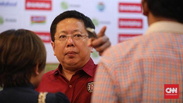 Pieter Tanuri mengajak sang adik, Yabes, untuk membangun Bali United.