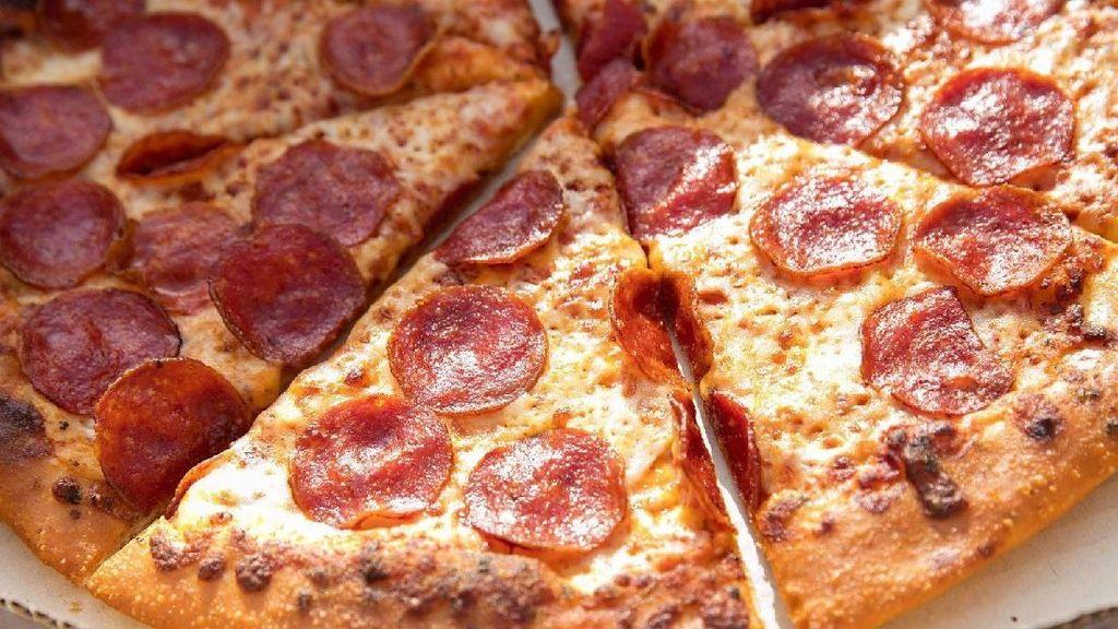 Dapat Kiriman Banyak Pizza dan Sushi Gratis, Pria Ini Justru Marah