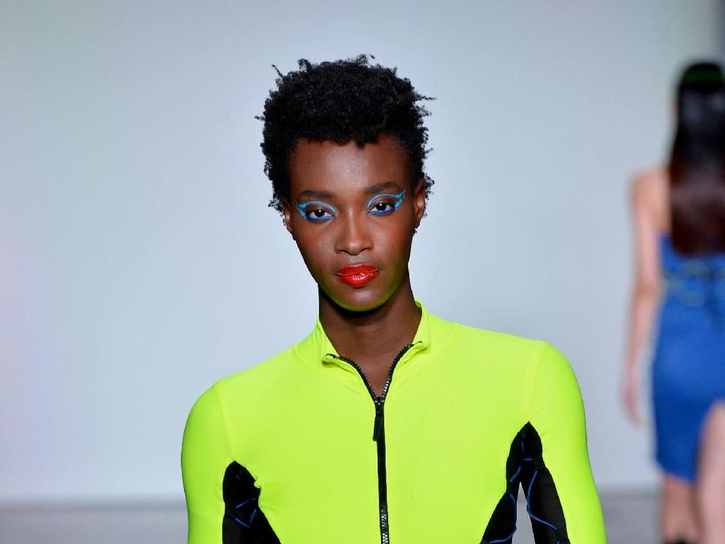 Yummy! Camilan Jadi Aksesori Andalan di Catwalk New York Fashion Week