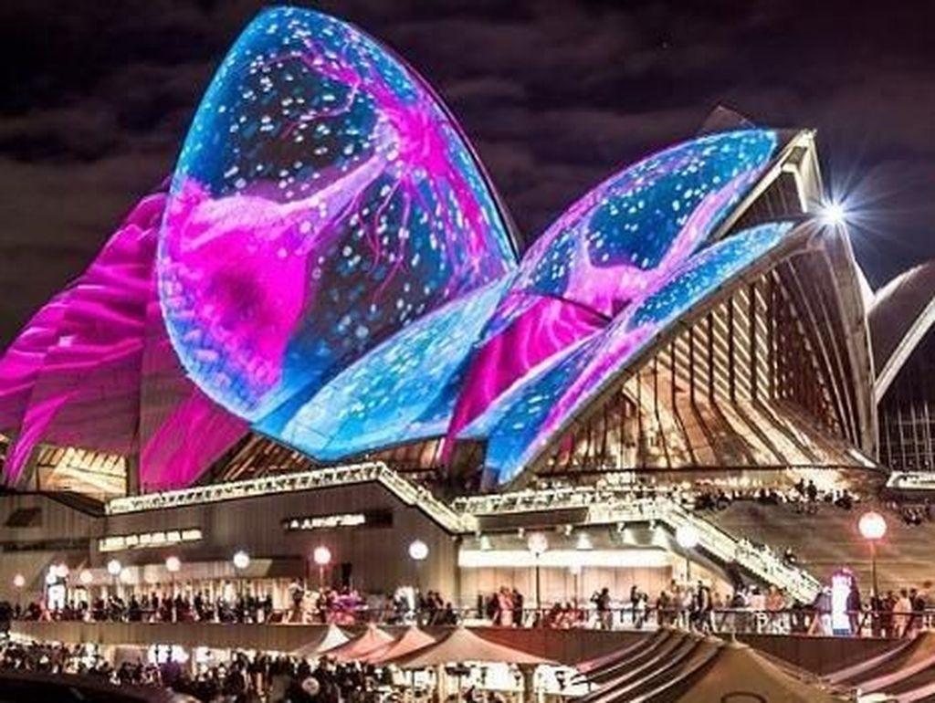 Bukan Pesta Kembang Api, Sydney Punya Festival Cahaya yang Menggoda